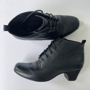 Clarks Leyden Bell Black Leather Ankle Boots